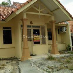 Rumah asri siap huni di Cemara Tiang Sukajadi