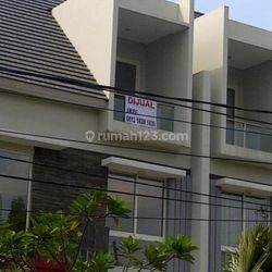 Town House Senayan Golf Residence East Point, Sangat Strategis..!!