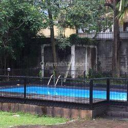 Rumah asri dan teduh dgn kolam renang dan taman luas di Ampera