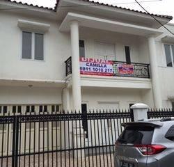 Rumah Brandnew, Semi Klasik area Menteng Dalam