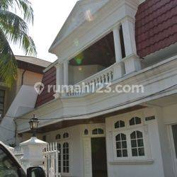 Nice House and Strategic Area with 3 Bedroom Semi Furnished