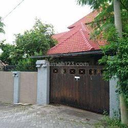 Rumah 4+1 kamar tidur, 4 kamar mandi, dekat Jalan Gatsu Barat, Denpasar