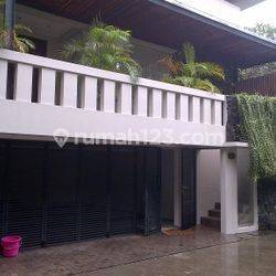Quite Townhouse Residence in Kebayoran Area