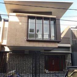 Nice House in Strategic Location at Mampang Prapatan Area