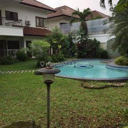 Rumah asri siap huni dgn kolam renang di townhouse Jl Kenanga