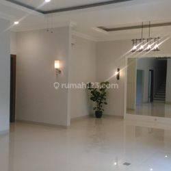 Big, beautiful and comfort house at Kebayoran Baru, South Jakarta, is available now