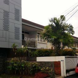 Rumah Mewah dan Nyaman di jalan Sinabung, Kebayoran Baru. Jakarta Selatan