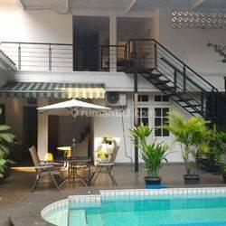 Rumah Mewah dan Nyaman di jalan Sinabung Raya, Kebayoran Baru. Jakarta Selatan.