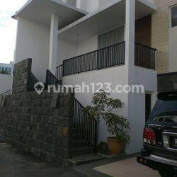RUMAH TOWN HOUSE AT TB SIMATUPANG 3 LANTAI 1450 USD WITH SWIMMING POOL