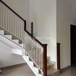 Dijual Rumah Baru 3 Lantai di Kampung Melayu