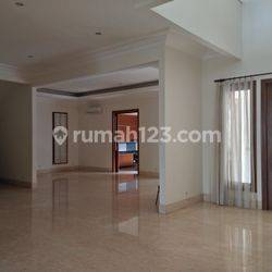 Big, comfort and beautiful house at Senayan, South Jakarta is available now