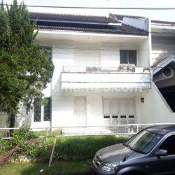 Rumah Komplek Malibu Blok C (R-0142)