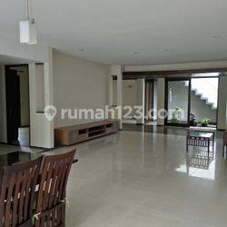 Big and beautiful house at Kebayoran Baru, South Jakarta, 10 minutes to SCBD