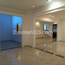 Big and beautiful house at Kebayoran Baru, South Jakarta, is available now