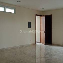 Luxurious house at Senopati area ready