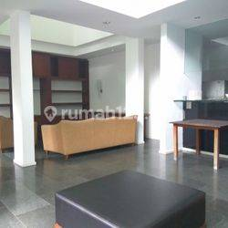 Comfortable and beautiful house In Prapanca area for expatriat and others The price can be negotiable