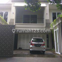 Comfortable and beautiful house In Kebayoran Baru area for expatriat and others The price can be negotiable