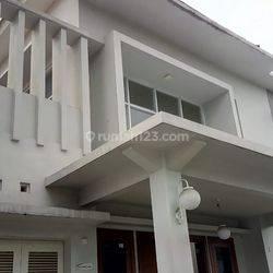 Rumah disewakan di Guntur, Setiabudi, Jakarta Selatan