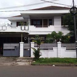 Rumah Tinggal Besar Strategis Komplek Perumahan Kav DKI Meruya Utara Kembangan Jakarta Barat