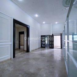 rumah Simprug golf Senayan parkir luas bisa utk Kantor