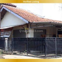 Rumah dan Ruang Usaha Hoek (Kiansantang dan Somawinata) daerah Ramai dekat Sekolah SD dan SMP ,Puskesmas
