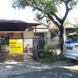 Rumah di Kutisari indah Selatan, Terawat, Row Jalan depan Lebar + Paving, Siap Huni
