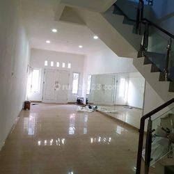 Rumah BARU Jl. Jembatan Dua,  full Granit 3 lantai
