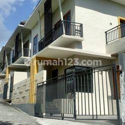 Rumah baru, 2 lantai, 3 kamar tidur, lahan 105m2, di Jalan Cargo Permai, Denpasar
