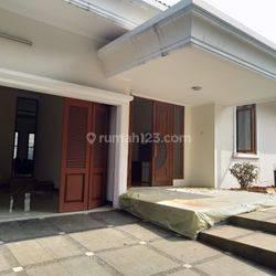 Good House with Nice 4 Bedrooms at Warung Buncit Area