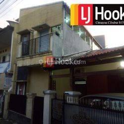 Rumah dengan kost kostan di Cikoko Jakarta Selatan