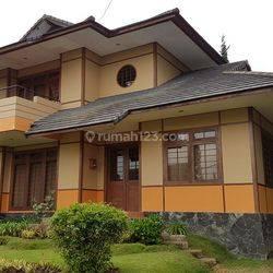 Rumah Villa Istana Bunga Parongpong