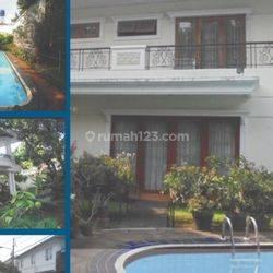 Rumah mewah harga miring ada swimming pool di menteng dalam jakarta selatan
