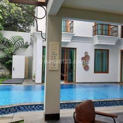 Rumah Mewah FULL FURNISHED Milik Artis di Lingkungan Elit  Jaya Mandala, Patra Kuningan