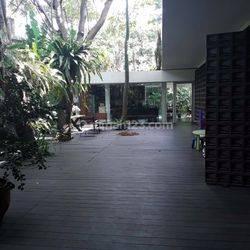 Rumah Asri,Teduh dan Tenang dengan Backyard Luas di Jatipadang Jakarta Selatan