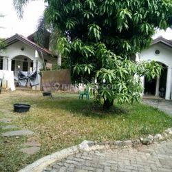 Rumah taman lebar model villa di menteng dalam Rasamala tebet jakarta selatan