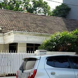 Rumah besar di Bendungan Hilir, Jakarta Pusat.