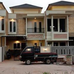 Rumah Cluster one gate seberang Al Azhar Grand Depok City