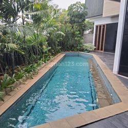 Rumah Baru Minimalis dekat Patra  Kuningan Lokasi Strategis, Jakarta Selatan..