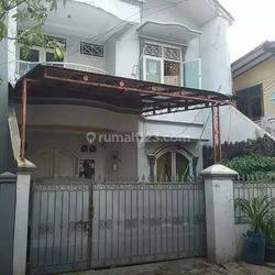 Rumah 2 Lantai di lokasi strategis bebas banjir plus kontrakan 2 pintu di belakang rumah di cikoko pancoran jakarta selatan