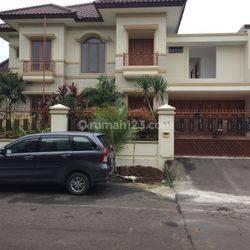 Rumah Lux dan Besar dalam Perumahan Elite di Tanjung Barat dekat TB Simatupang (L)