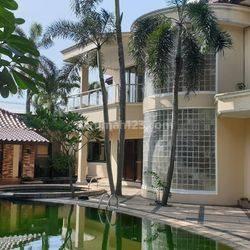 Rumah mewah dengan big pool n big garden
