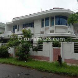 Rumah mewah harga miring jarang ada di taman Kedoya baru Jakarta barat