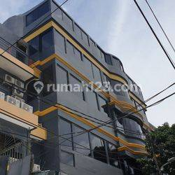 Rumah kos harian OYO 50 kamar di roxy mas occupancy 80%-110%