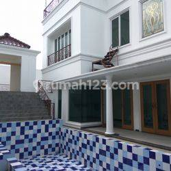 """Comfortable, amazing, and beautiful house in Kuningan area  for expatriat and others \"""" The price can be negotiable\"""""""