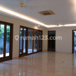 Modern, big and beauty house at Kemang, South Jakarta, is available now