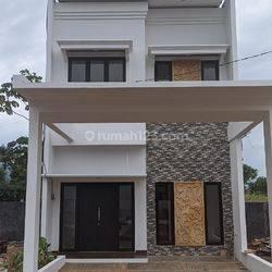 Rumah mewah 2 lantai pinggir jalan raya dekat tol Cimanggis Depok