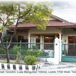 Rumah bekas Studio Foto di Raya Kutisari Indah, Surabaya Selatan