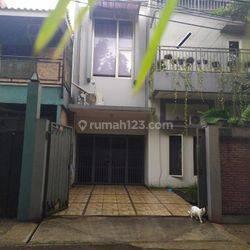 Rumah Cantik Jl. Talas Pd cabe, Full Furnish, daerah tidak banjir