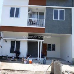 Rumah Keren lokasi di Pinggir Jalan Raya
