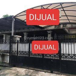 Rumah cocok untuk tinggal dan kantor di daerah Setiabudi